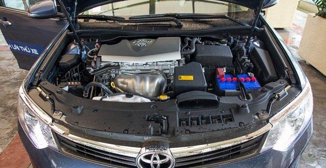 Đánh giá xe Toyota Camry 2016 có động cơ khá mạnh mẽ.