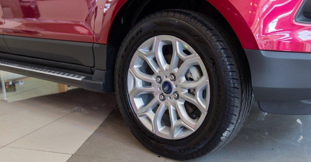 Đánh giá xe Ford Ecosport 2016 có mâm 16 inch 6 chấu kép.