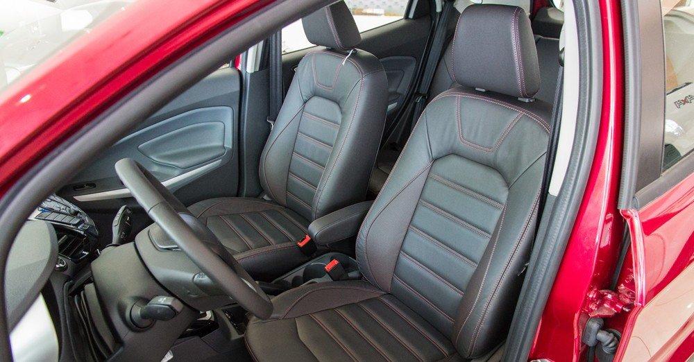 Đánh giá xe Ford Ecosport 2016 có hàng ghế trước rộng rãi, thể thao.