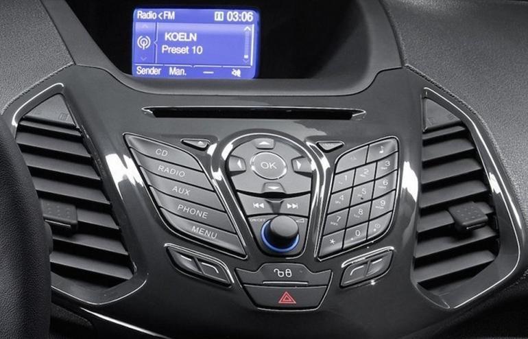 Đánh giá xe Ford Ecosport 2016 có trung tâm giải trí thiết kế hầm hố như robot.