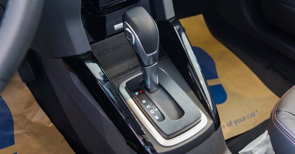 Đánh giá xe Ford Ecosport 2016 có hộp số tự động 6 cấp êm ái.