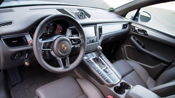 So sánh nội thất xe Range Rover Evoque và Porsche Macan - Sang trọng giống nhau.