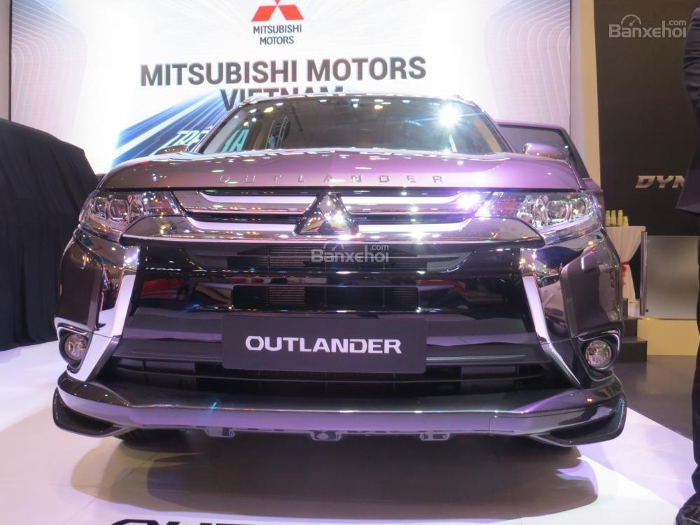 Mitsubishi Outlander Sport mang phong cách thể thao và đại chúng hơn so với X-Trail.
