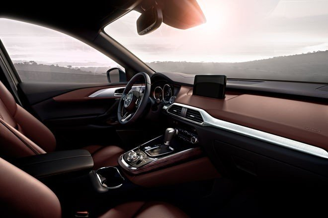 Đánh giá xe Mazda CX-9 2016: Bảng Tablo được thiết kế gọn gàng.