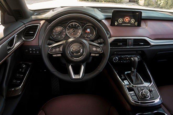 Đánh giá xe Mazda CX-9 2016: Vô-lăng 3 chấu bọc da.