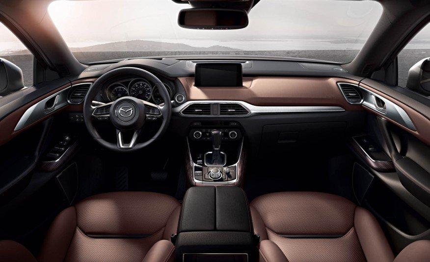 Đánh giá xe Mazda CX-9 2016: Không gian nội thất được thiết kế sang trọng, hiện đại.