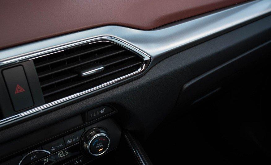 Đánh giá xe Mazda CX-9 2016: Xe được trang bị hệ thống giải trí Mazda Conect.