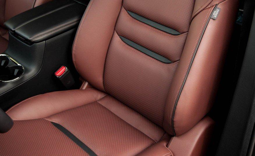 Đánh giá xe Mazda CX-9 2016: Các ghế ngồi được thiết kế ôm sát thân người.