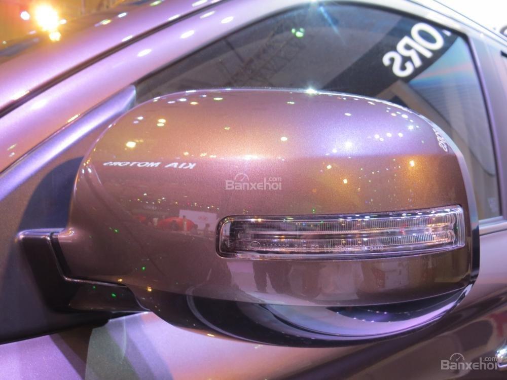 Đánh giá xe Mitsubishi Outlander 2017 có gương tích hợp xi nhan, chỉnh/gập bằng điện.