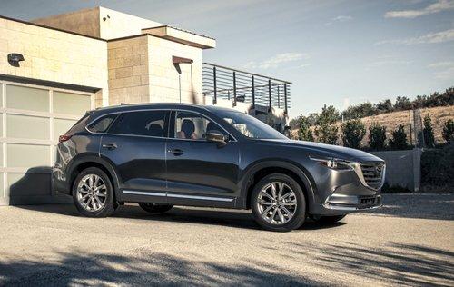 Đánh giá xe Mazda CX-9 2016 về thiết kế thân xe: thể hiện rõ phong cách mạnh mẽ, thể thao.