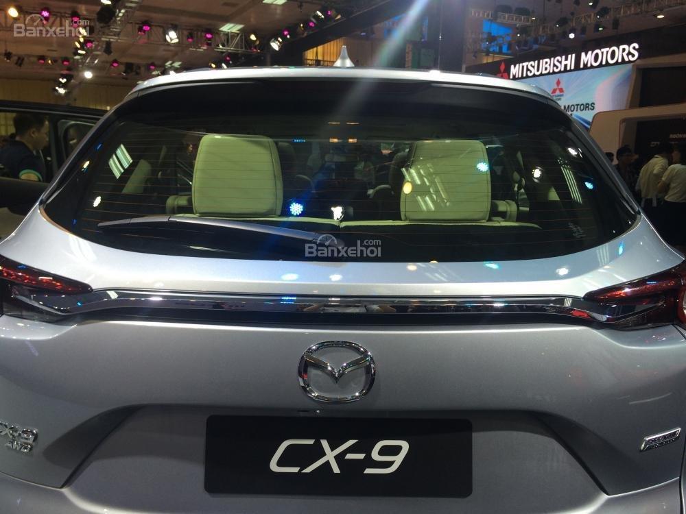 Đánh giá xe Mazda CX-9 2016: Đuôi xe ở phiên bản nâng cấp được can thiệp nhiều.
