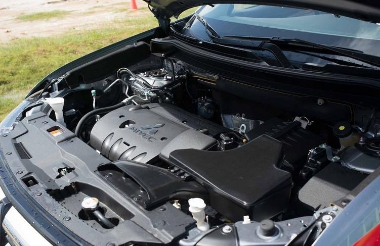 Đánh giá xe Mitsubishi Outlander 2017 có động cơ tiêu chuẩn 2.0 lít MIVEC.