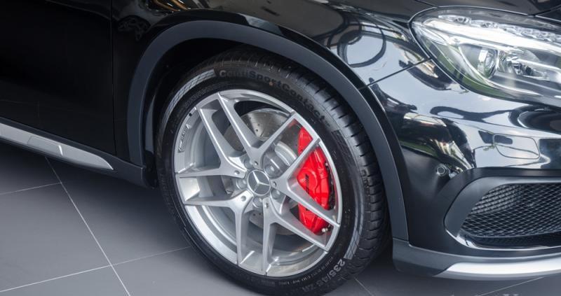 Đánh giá xe Mercedes-Benz GLA-Class 2016 có mâm xe cỡ 19 inch mạnh mẽ.