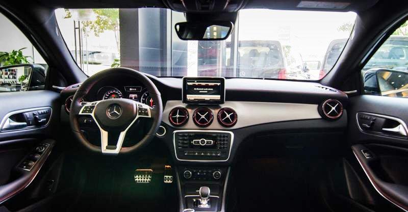Đánh giá xe Mercedes-Benz GLA-Class 2016 có nội thất sang trọng, ghế bọc da cao cấp.