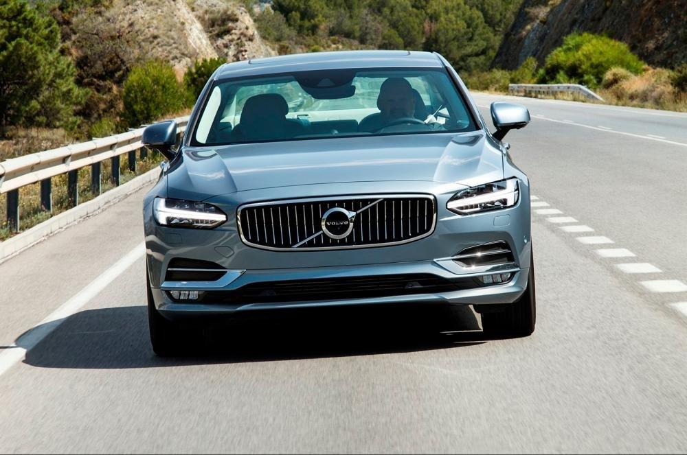 Đánh giá xe Volvo S90 2017 có diện mạo góc cạnh, lạnh lùng.
