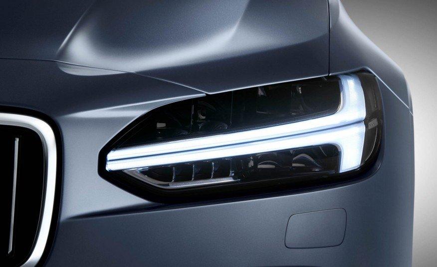 Đánh giá xe Volvo S90 2017 có đèn pha dạng LED rất hiện đại và độc đáo.