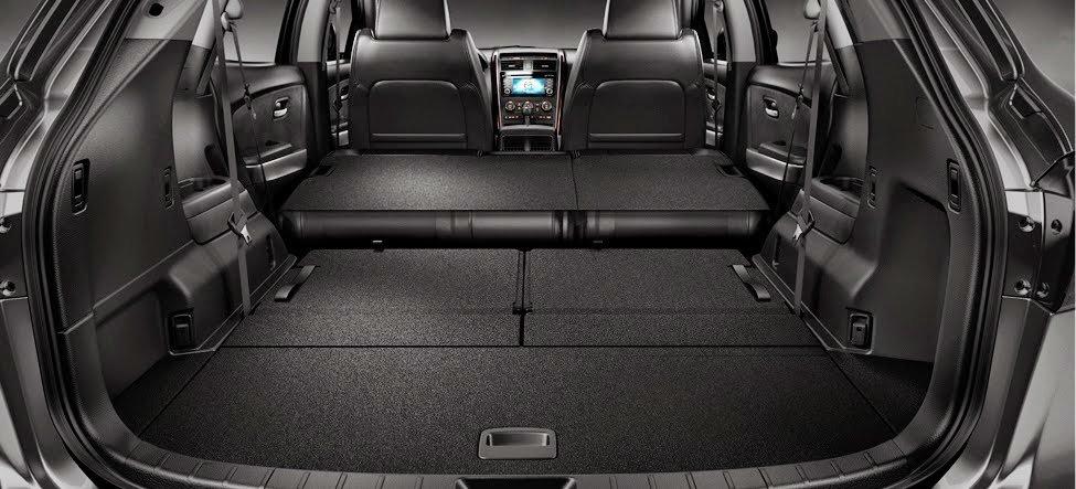 Khoang chứa đồ của Mazda CX-9 2016 có thể mở rộng khi gập các hàng ghế 2 và 3.