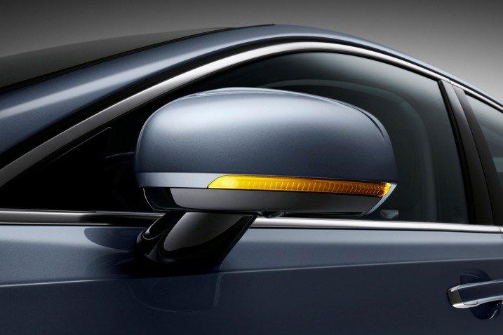 Đánh giá xe Volvo S90 2017 có gương chiếu hậu với xi nhan báo rẽ tích hợp.