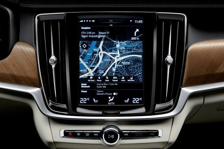 Đánh giá xe Volvo S90 2017 có màn hình cảm ứng hiện đại cỡ 9 inch.