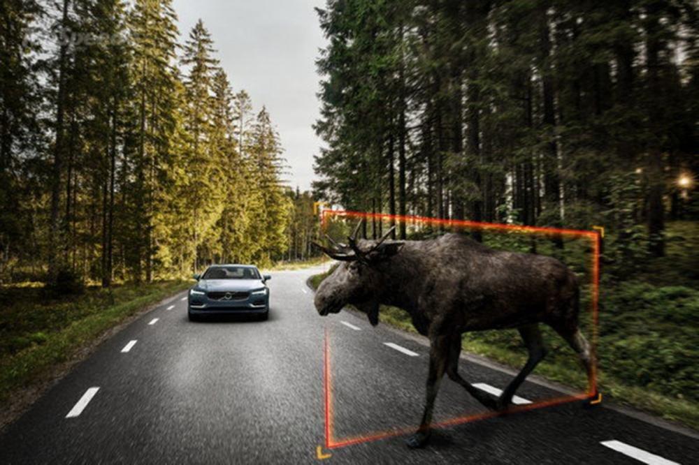 Đánh giá xe Volvo S90 2017 có rất nhiều tính an toàn hỗ trợ tiên tiến.