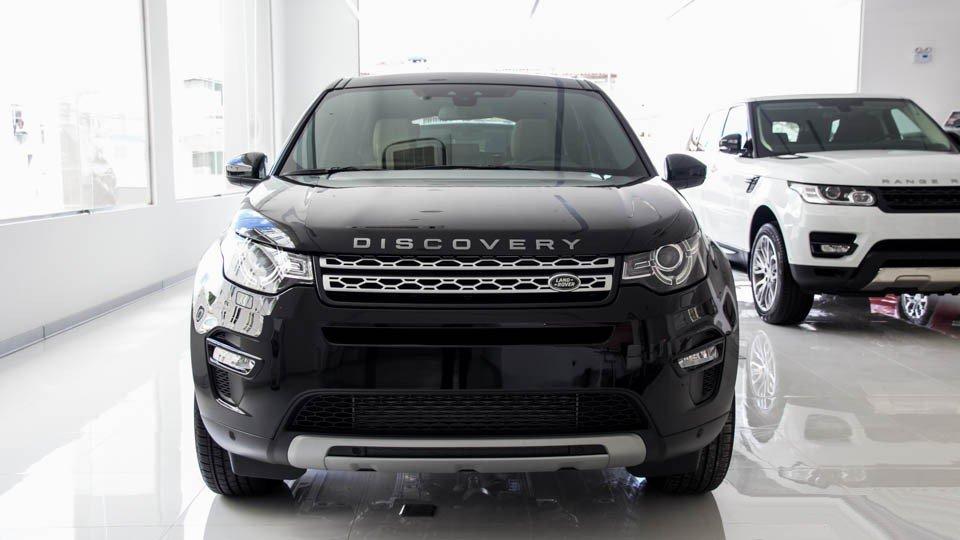 So sánh Land Rover Discovery Sport và Audi Q3 - Giá cao hơn, xe tốt hơn.