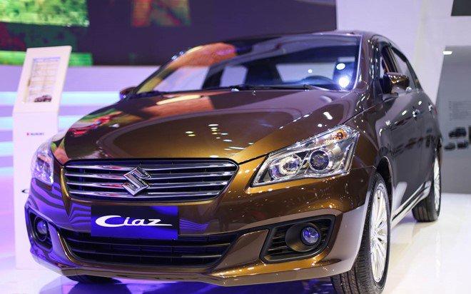 Đánh giá xe Suzuki Ciaz 2017 có lưới tản nhiệt với các nan nằm ngang mạ crom sang trọng.