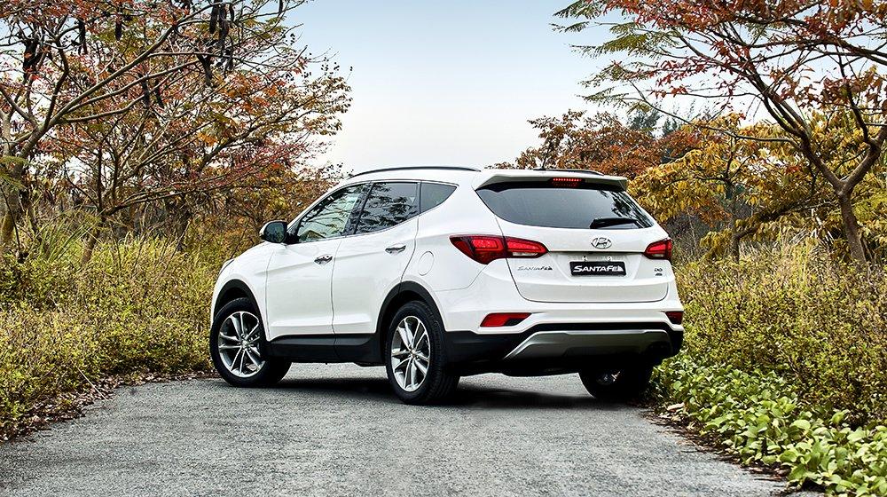 Hyundai SantaFe 2016 thiết kế góc cạnh và chỉ phù hợp với phái mạnh 3