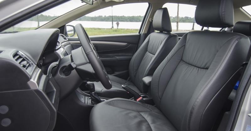 Nội thất xe Toyota Vios và Suzuki Ciaz tương đối giống nhau 2