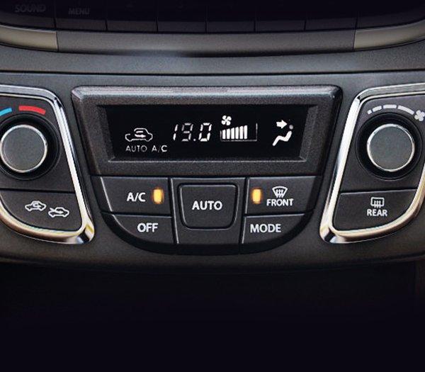Đánh giá xe Suzuki Ciaz 2017 có điều hòa tự động với 2 vùng lấy gió riêng biệt.