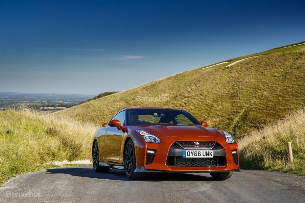 Đánh giá xe Nissan GT-R 2017: Phiên bản sản xuất có hiệu suất hàng đầu trên thế giới.
