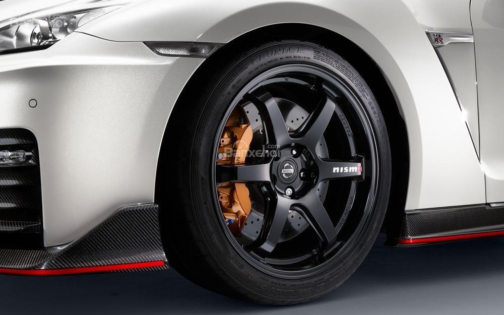 Đánh giá xe Nissan GT-R 2017: Mâm xe hợp kim.