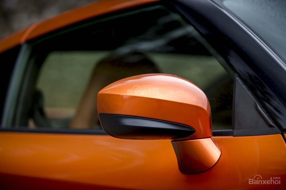 Đánh giá xe Nissan GT-R 2017: Gương chiếu hậu tích hợp LED.