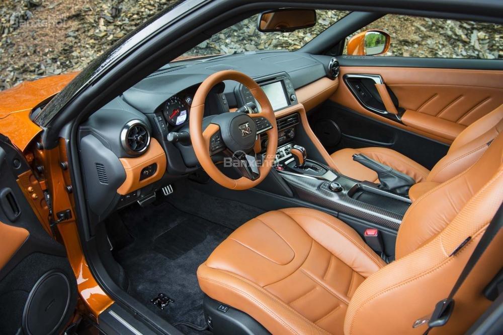 Đánh giá xe Nissan GT-R 2017: Xe sở hữu nội thất cao cấp.
