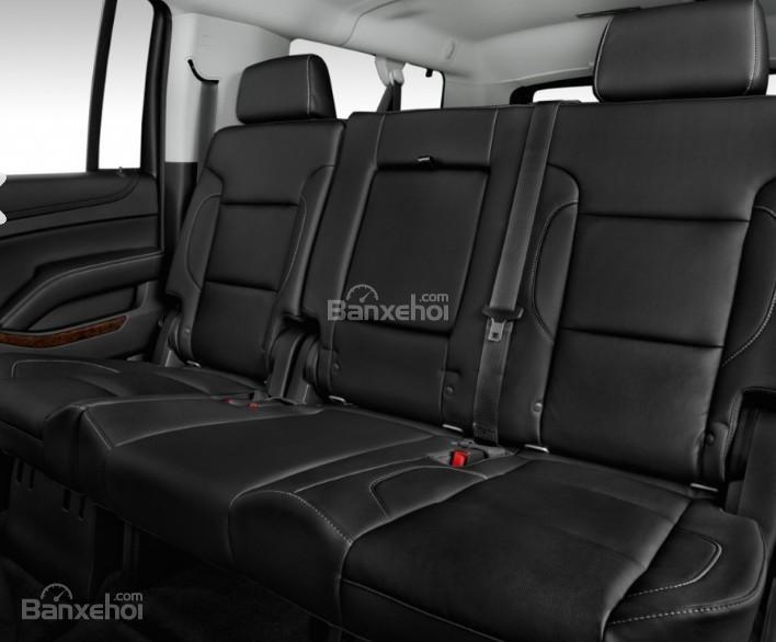 Đánh giá xe Chevrolet Suburban 2017: Hàng ghế sau của xe.