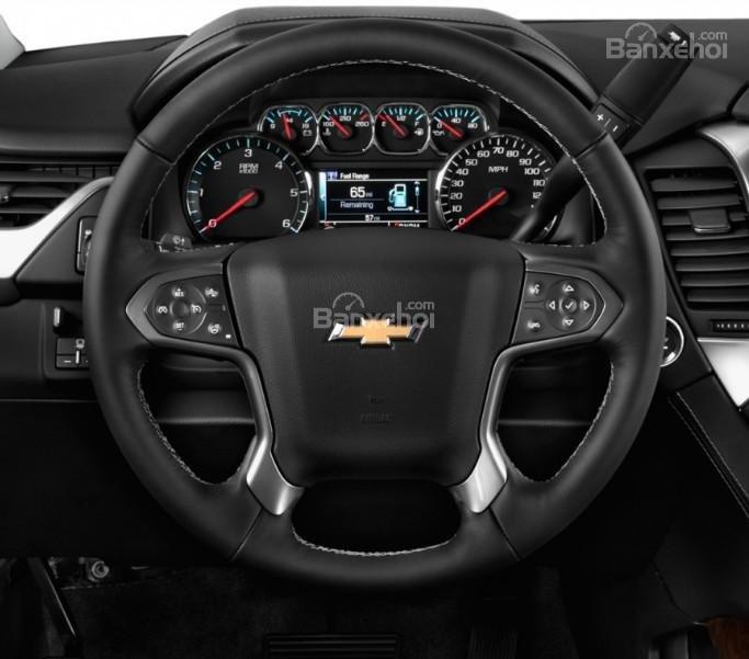 Đánh giá xe Chevrolet Suburban 2017: Vô lăng xe bọc da.