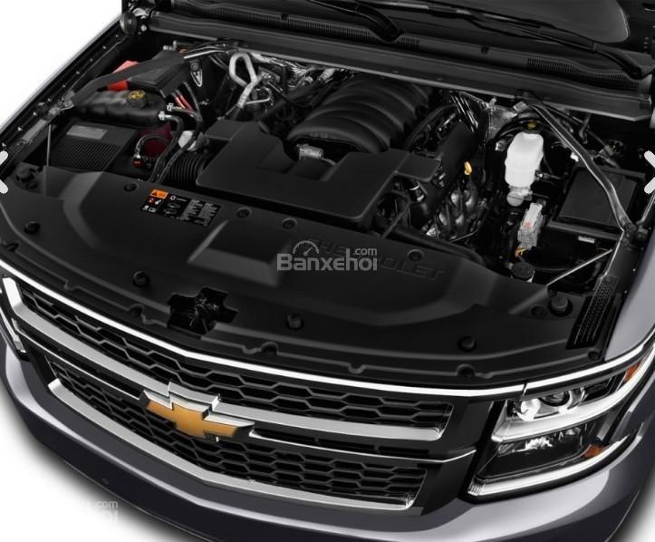 Đánh giá xe Chevrolet Suburban 2017: Xe được trang bị động cơ V8.