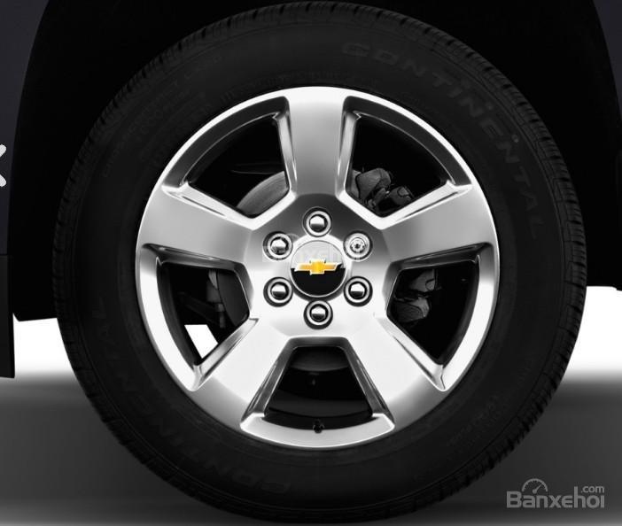 Đánh giá xe Chevrolet Suburban 2017: Mâm xe với chấu đơn.