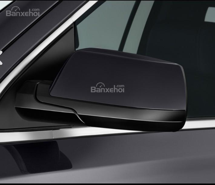 Đánh giá xe Chevrolet Suburban 2017: Gương chiếu hậu tích hợp LED.