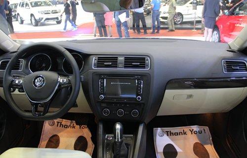 So sánh nội thất Mazda3 và Volkswagen Jetta 2