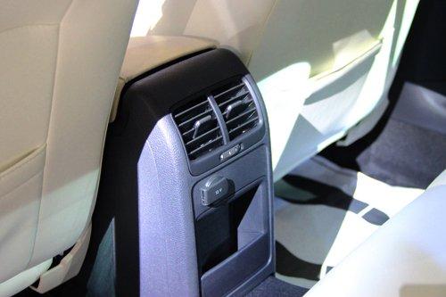 Volkswagen Jetta sở hữu dàn âm thanh 6 loa ấn tượng và hệ thống thông khí thoáng đãng 3