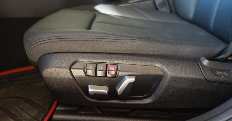 Đánh giá xe BMW 118i 2016 có ghế lái chỉnh điện cùng các vị trí nhớ tiện nghi.