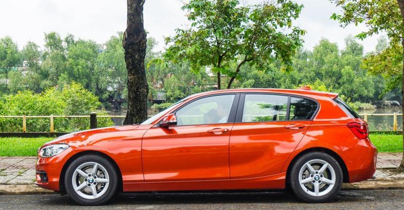 Đánh giá xe BMW 118i 2016 có thân thanh thoát và lịch lãm.