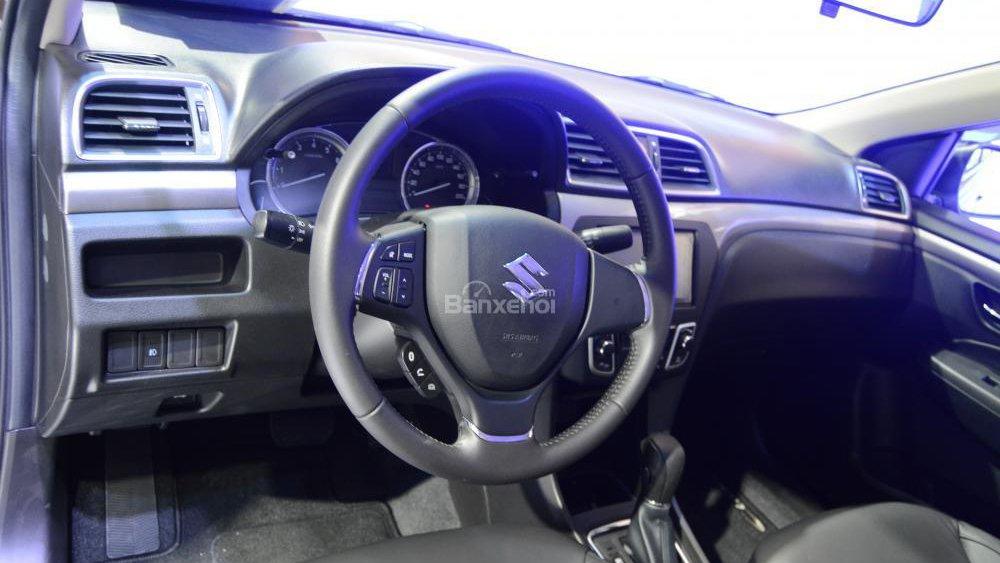 Nissan Sunny và Suzuki Ciaz đều sở hữu nội thất thực dụng, chuẩn giá dưới 600 triệu Đồng.
