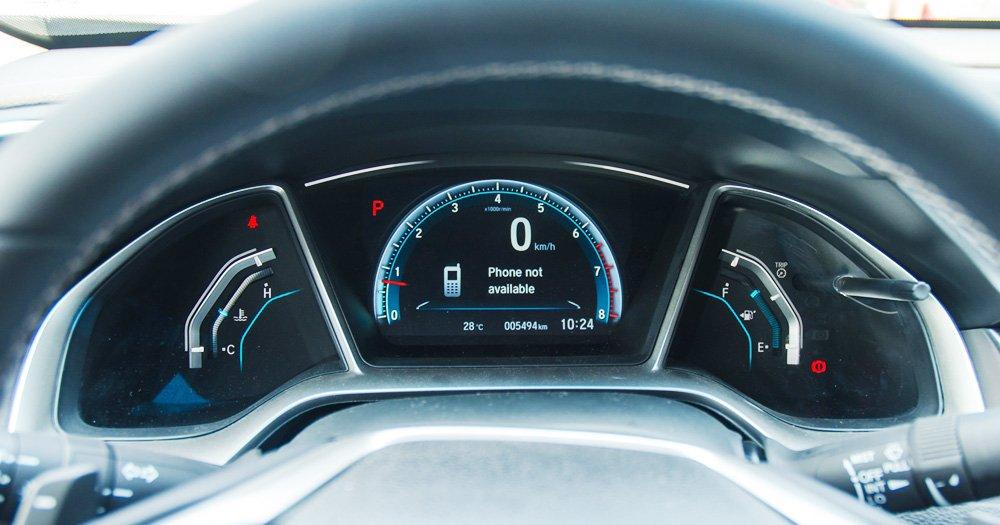 Đánh giá xe Honda Civic 2017 có cụm đồng hồ lái dạng điện tử rất hiện đại.