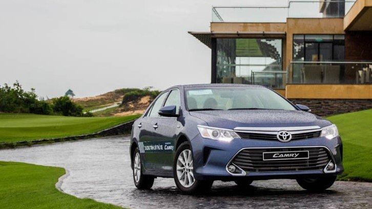 So sánh xe Toyota Camry và Nissan Teana - Khó tìm người chiến thắng.