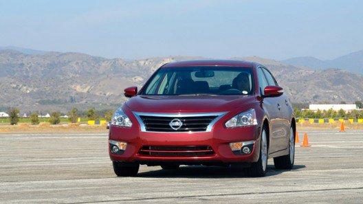 So sánh xe Toyota Camry và Nissan Teana - Khó tìm người chiến thắng 2