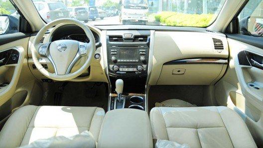 So sánh xe Toyota Camry và Nissan Teana về nội thất - Camry mạnh thiết kế, Teana mạnh trang bị 2