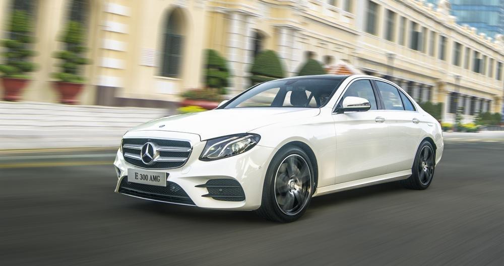 Đánh giá xe Mercedes-Benz E-Class 2017 có ngoại thất chắc chắn, nội thất nhiều tiện nghi.