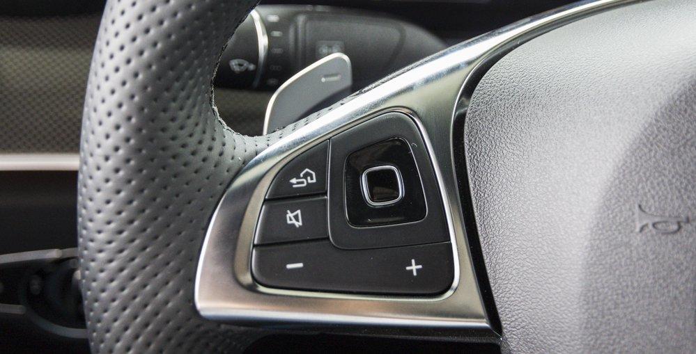Đánh giá xe Mercedes-Benz E-Class 2017 có các phím bấm tiện nghi điều khiển nhanh hệ thống giải trí 1.