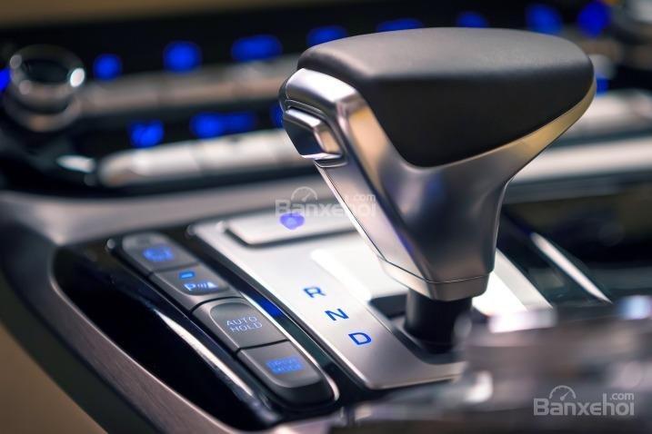 Đánh giá xe Genesis G90 2017: Bảng điều khiển trung tâm a4